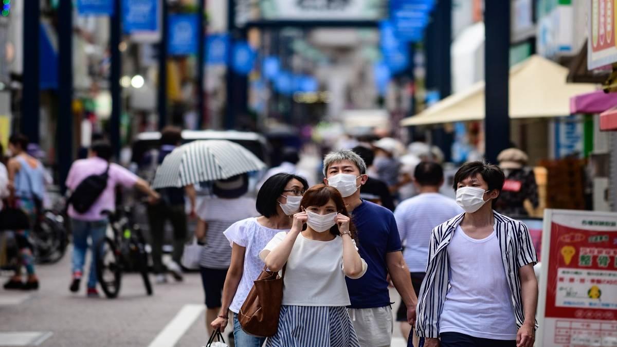 Τόκιο πόλη κόσμος με μάσκες