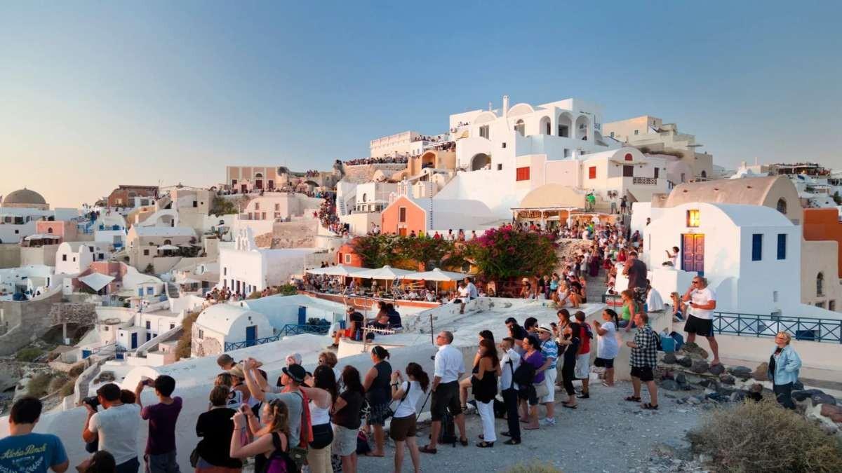 τουριστες ελληνικό νησί
