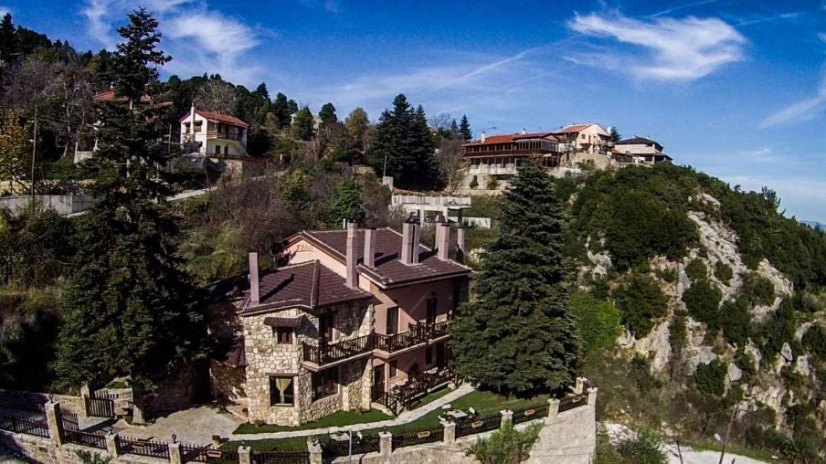 Τρίκαλα Κορινθίας μια ανάσα από την Αθήνα σπίτια χωριό