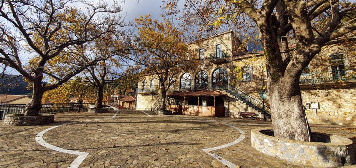 Τζίτζινα χωριό Λακωνίας με πανέμορφη πλατεία