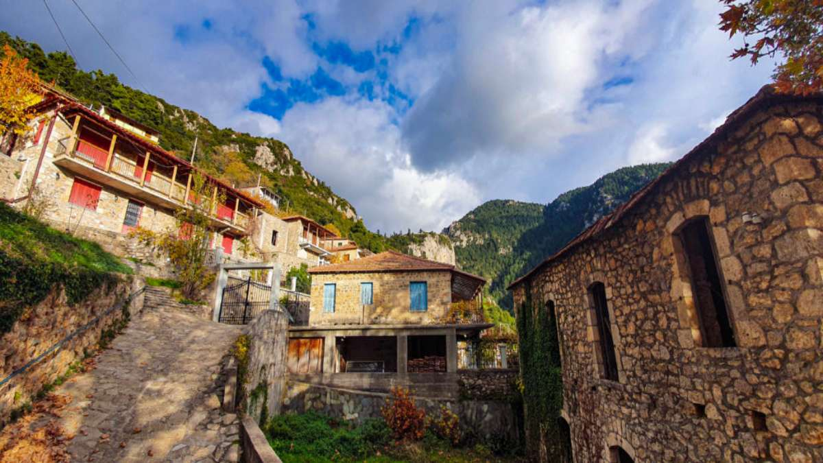 Τζίτζινα χωριό Λακωνίας με υπέροχα πέτρινα σπίτια
