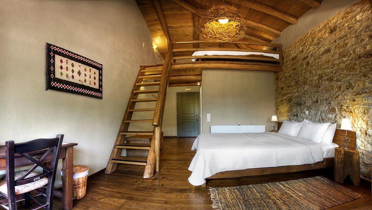 Τζίτζινα χωριό Λακωνίας ο ξενώνας Πρυτανείο με δίκλινο δωμάτιο