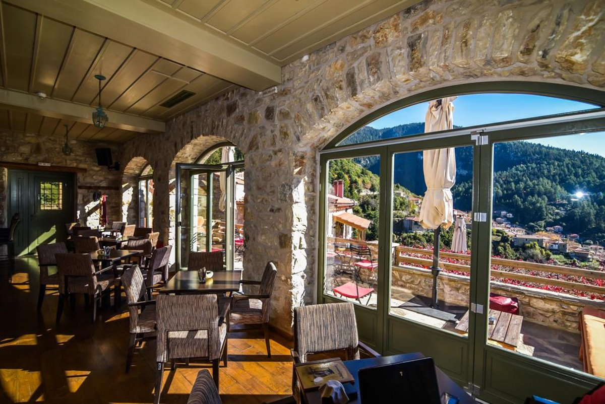 Τζίτζινα χωριό Λακωνίας με τον ξενώνα Πρυτανείο με υπέροχη θέα από την τραπεζαρία