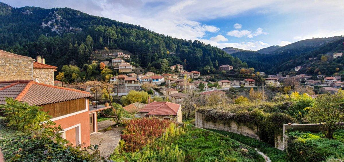 Τζίτζινα χωριό Λακωνίας με υπέροχα πέτρινα σπίτια πανοραμική