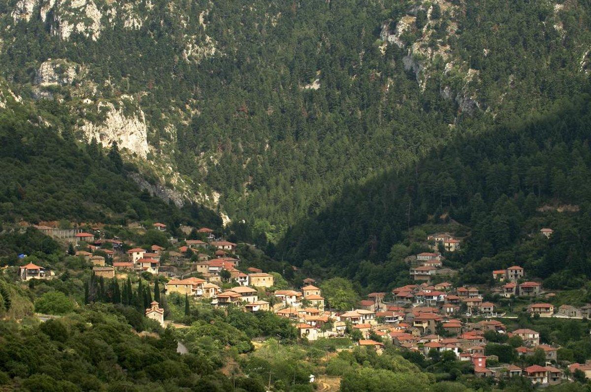 Η πανοραμική θέα από τα Τζίτζινα χωριό Λακωνίας είναι μοναδική
