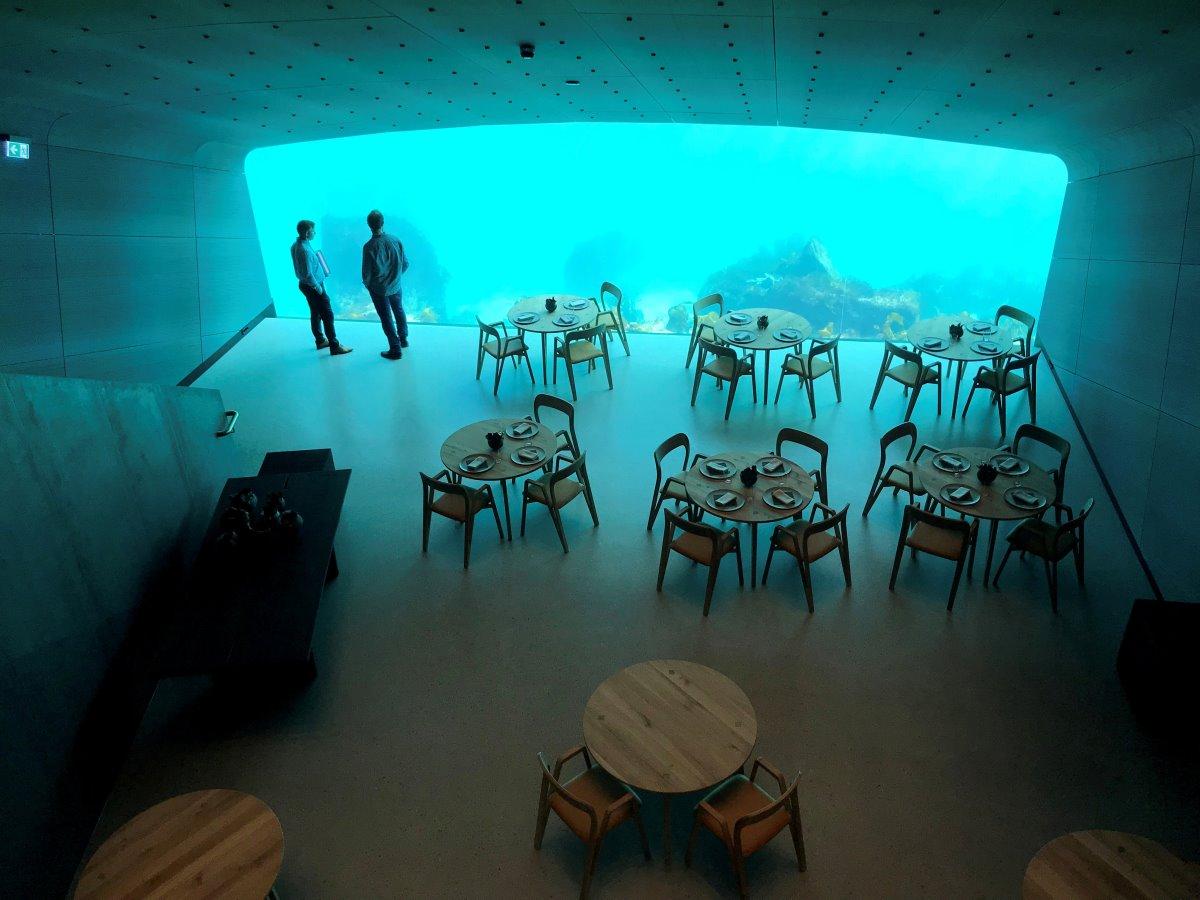 Under εστιατόριο κάτω από τη θάλασσα τραπεζαρία κοντά σε τζαμαρία