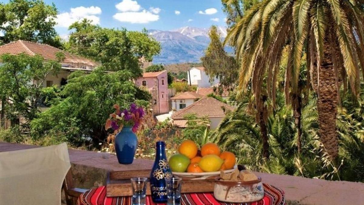 Βάμος χωριό Χανιά στρωμένο τραπέζι