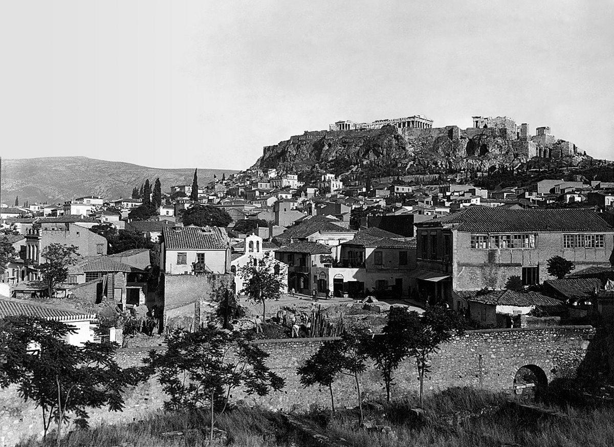 Η γειτονιά Βρυσάκι κάτω από την Ακρόπολη που γκρεμίστηκε με την εκκλησία της
