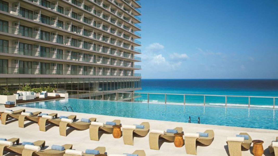ξενοδοχείο αλλαγή χρήσης λόγω κορονοϊού λήψη στην πισίνα