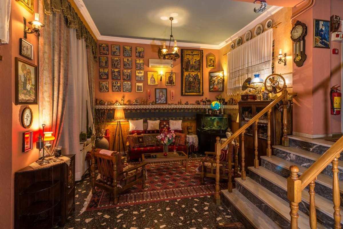 zozas hotel ξύλινο παραδοσιακό σαλόνι