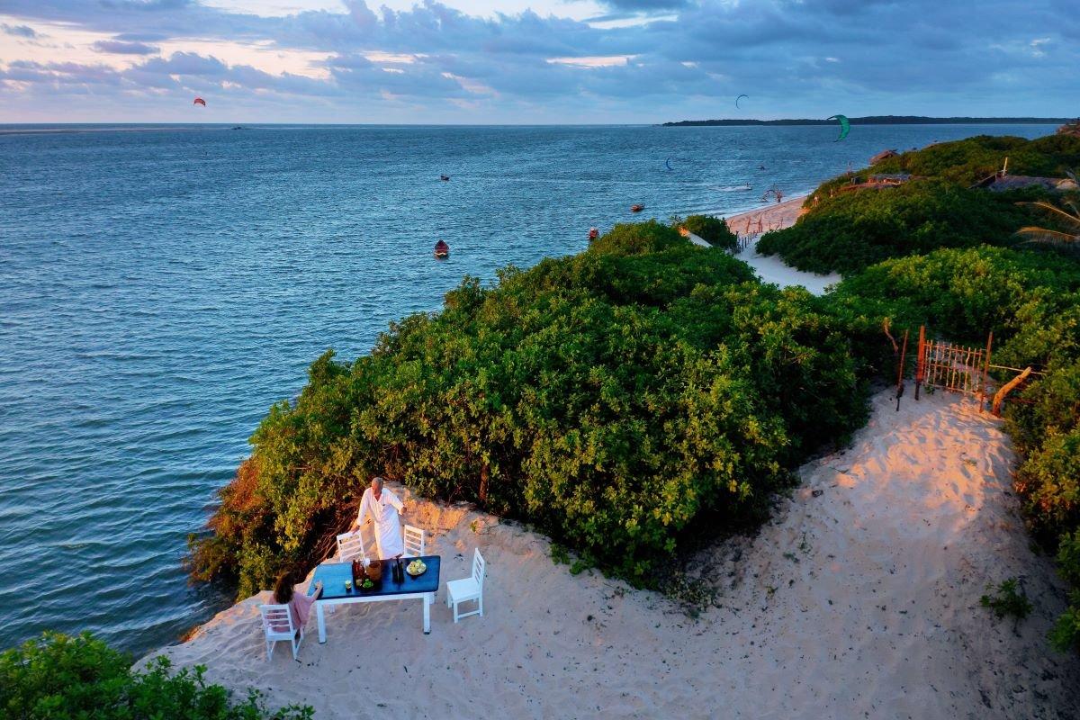 700000 Heures Hotel περιπλανώμενο ξενοδοχείο φαγητό δίπλα στη θάλασσα