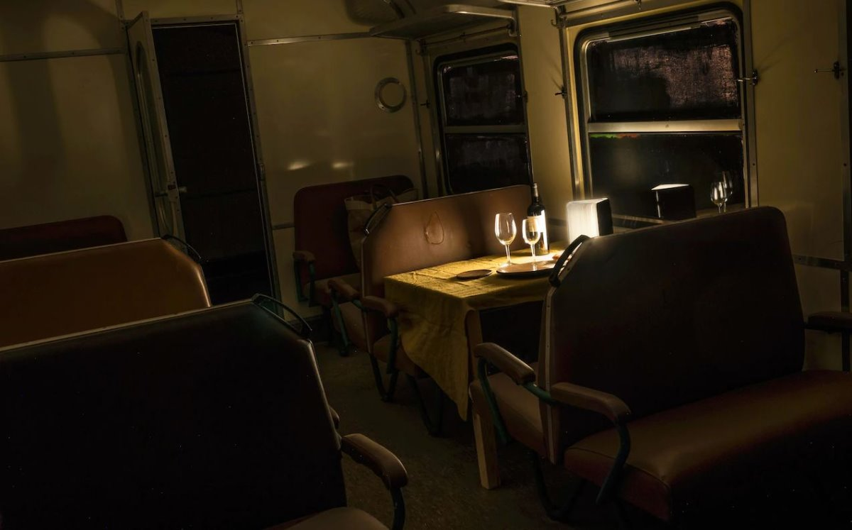 700000 Heures Hotel περιπλανώμενο ξενοδοχείο με φαγητό σε τρένο