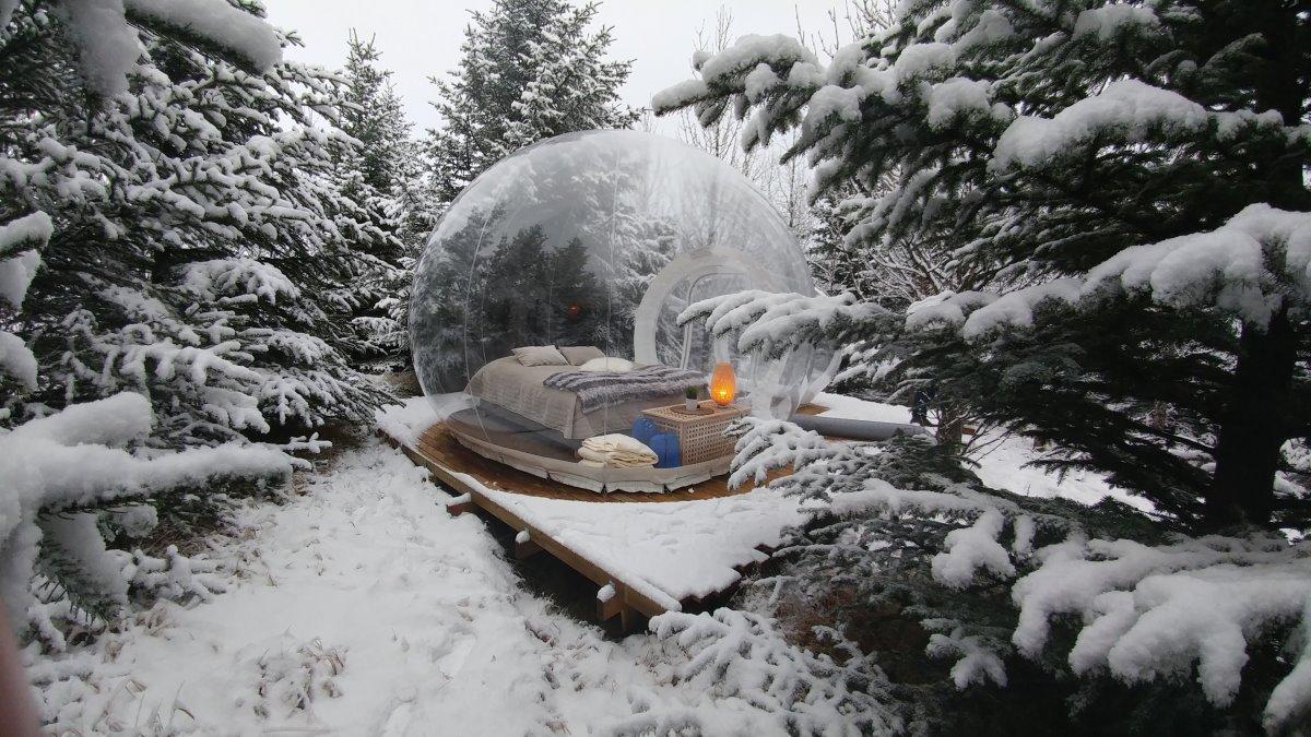 Στο bubble room μέσα στο χιονισμένο τοπίο