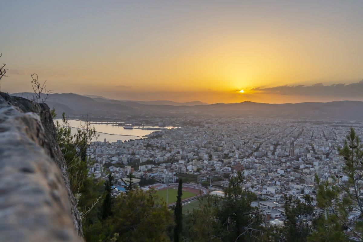 θέα στον Βόλο που είναι η πιο βροχερή πόλη της Ελλάδας