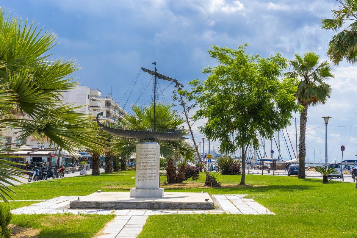 πλατεία στον Βόλο που είναι η πιο βροχερή πόλη στην Ευρώπη