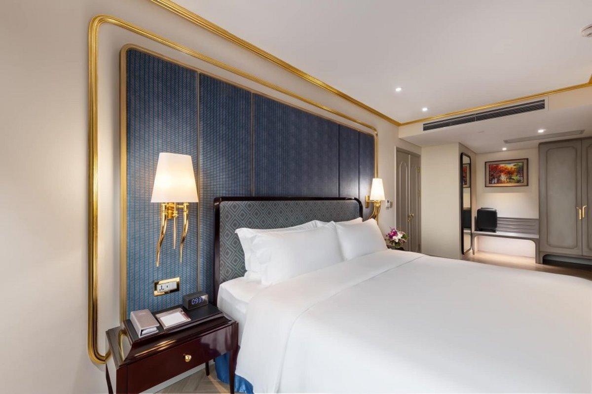 το δωμάτιο στο πολυτελές επίχρυσο ξενοδοχείο στο Ανόι