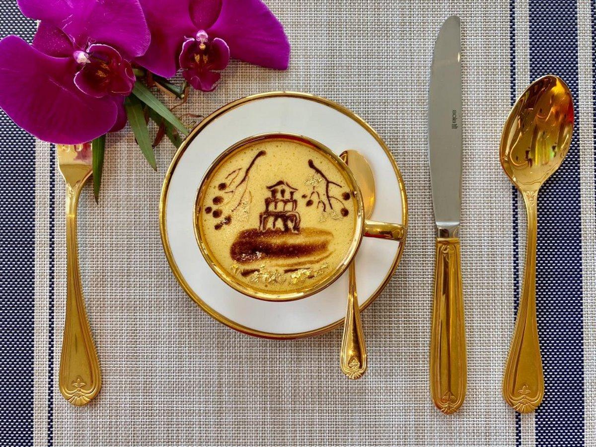 σερβίτσια από χρυσό στο πολυτελές ξενοδοχείο στο Ανόι