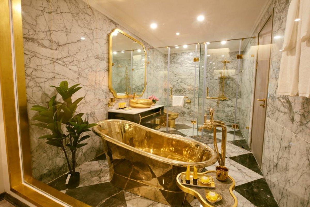 Το μπάνιο εξ ολοκλήρου από χρυσό στο ξενοδοχείο στο Ανόι