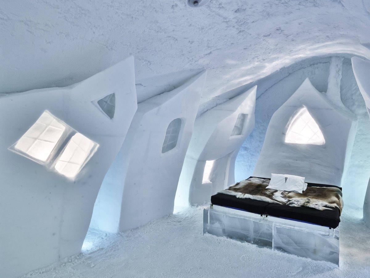 Τα πάντα είναι φτιαγμένα από χιόνι, De Glace Hotel