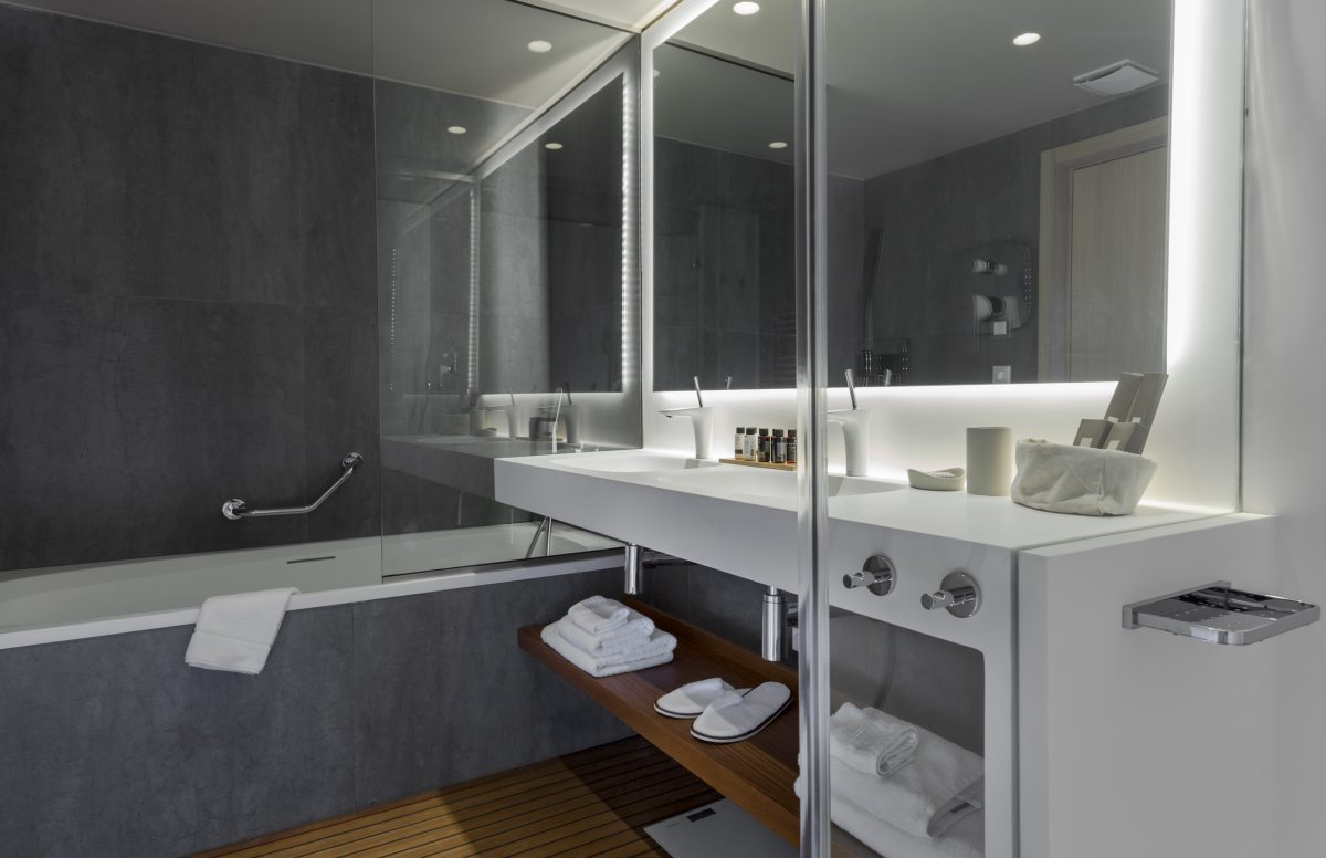 Hydrama Grand hotel bath