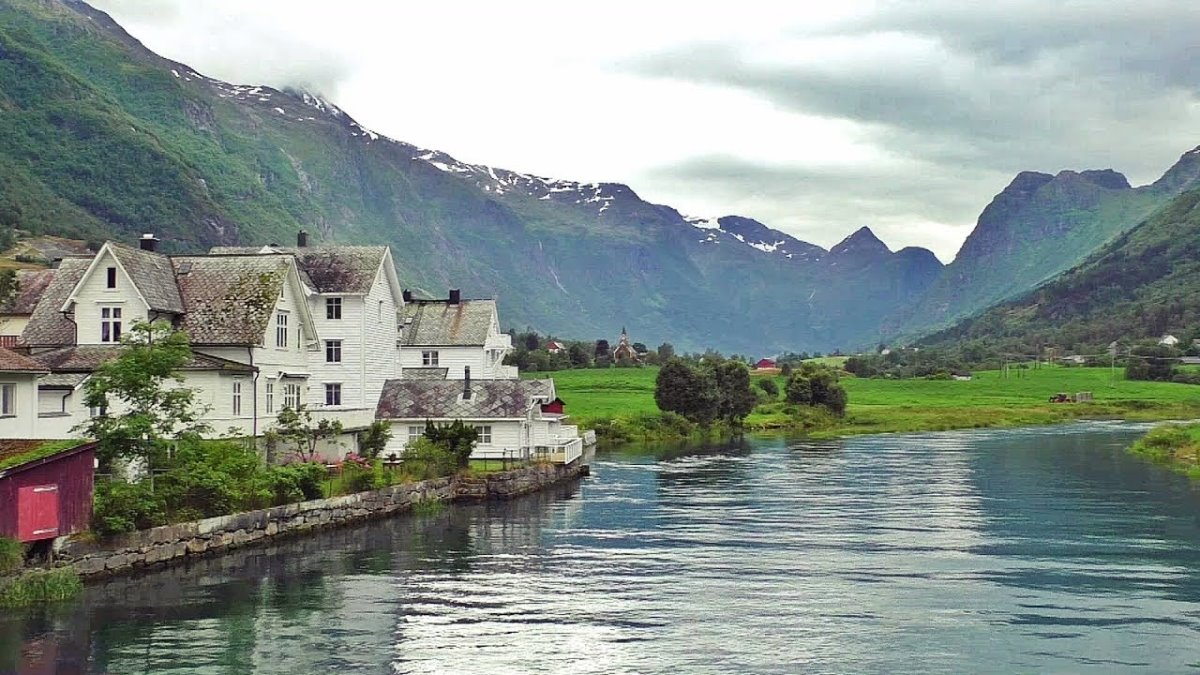 Olden, Νορβηγία, σπίτια μπροστά στη λίμνη
