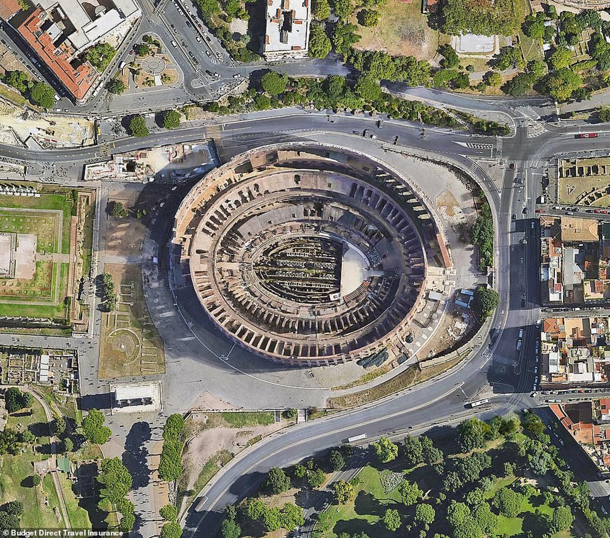 Το εμβληματικό Κολοσσαίο της Ρώμης από ψηλά
