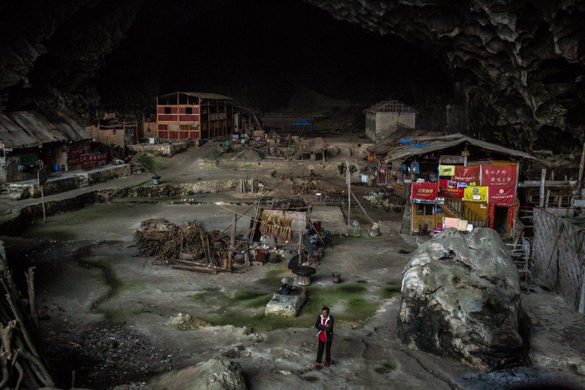 To χωριό Zhongdong βρίσκεται  μέσα σε σπηλιά