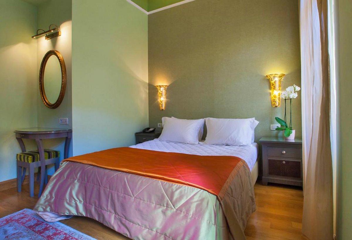 Αέτωμα ξενώνας Ναύπλιο 18ος αιώνας βαθμολογία 9,8 δωμάτιο