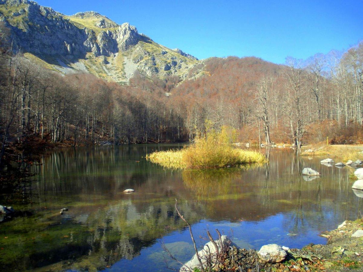 Αετομηλίτσα Πίνδου και οι λίμνες Αρρένες