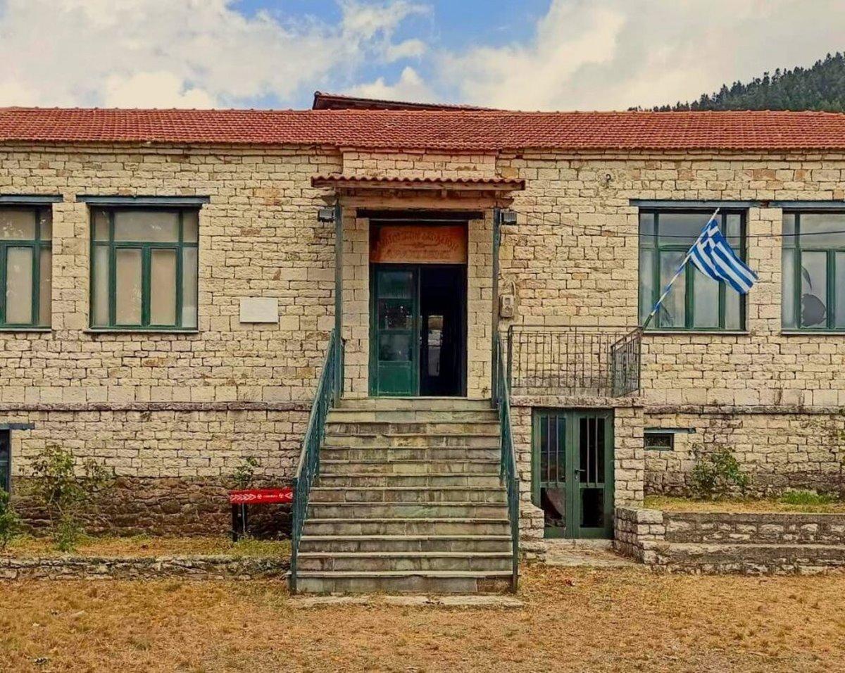 Αράχοβα Ναυπακτίας το σχολείο του χωριού