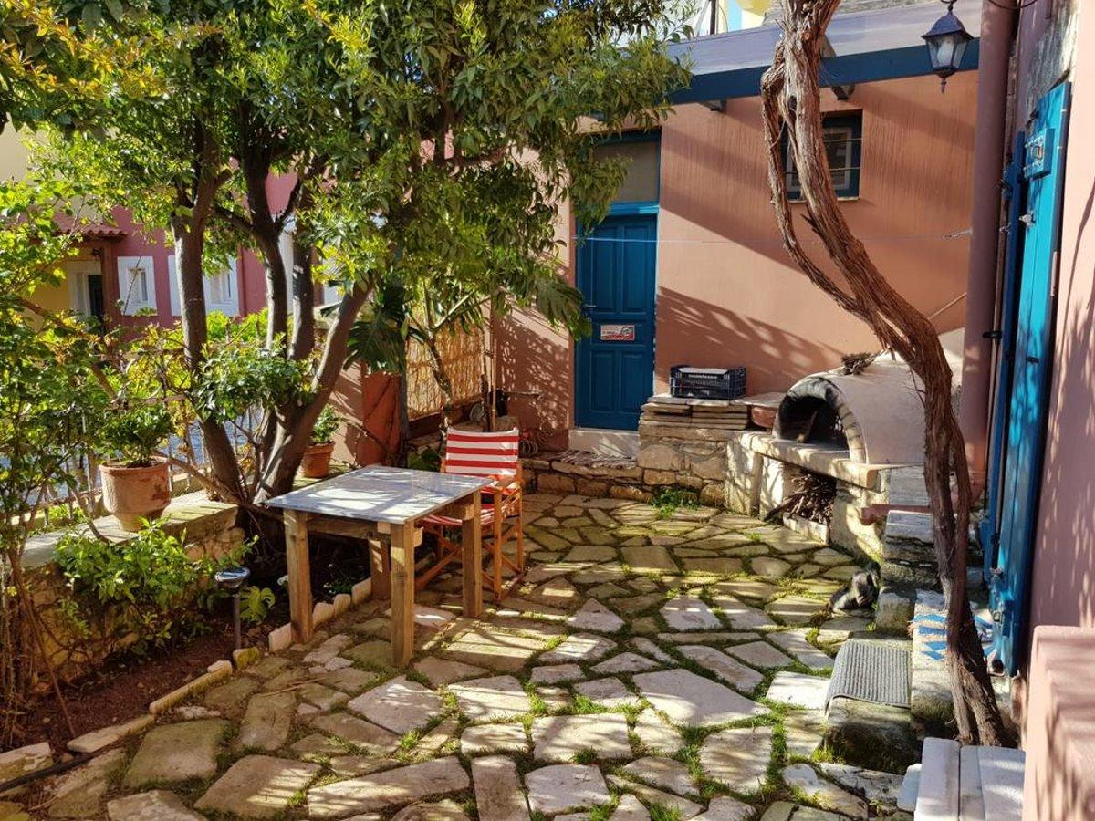Αρχάνες Κρήτη αυλή σπιτιού