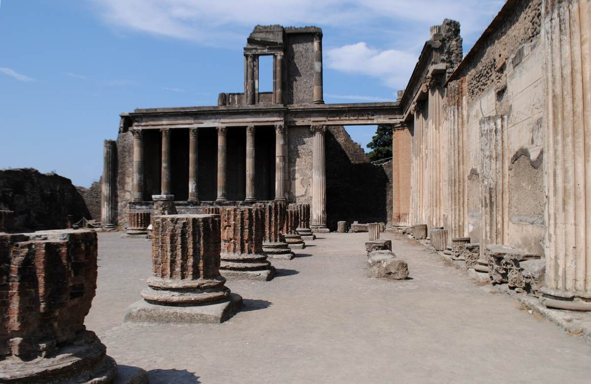 ιστορία, ερείπια Νάπολη