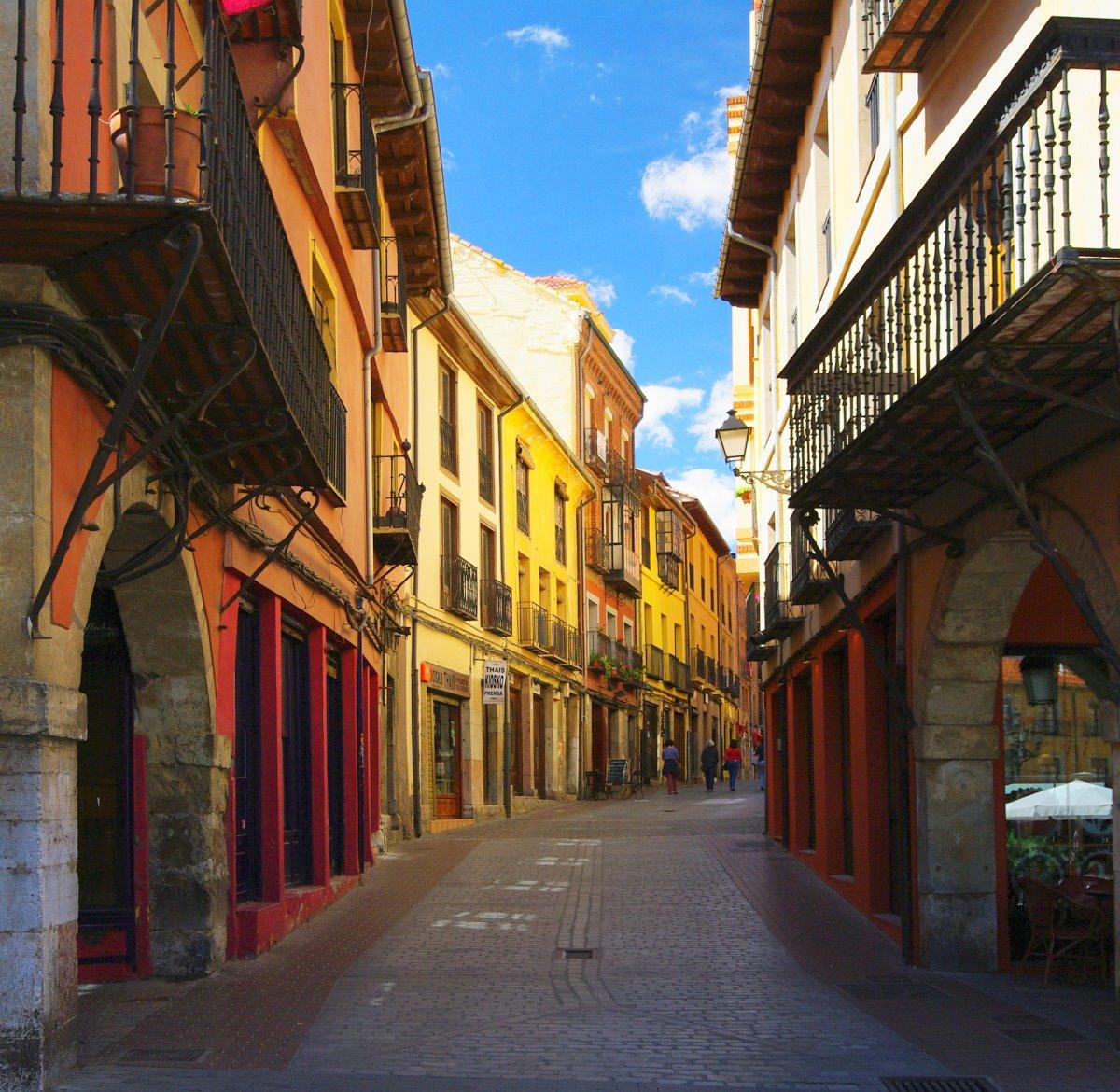 αστικό σοκάκι στο Μπιλμπάο στην Ισπανία