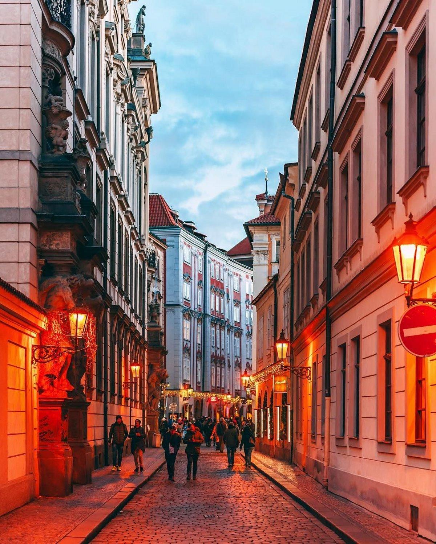 σοκάκι στην πανέμορφη Πράγα