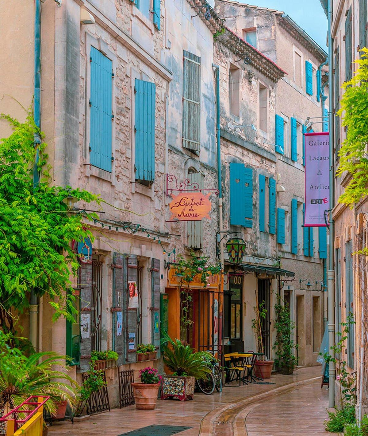 κουκλίστικα σοκάκια στην όμορφη provence στη Γαλλία