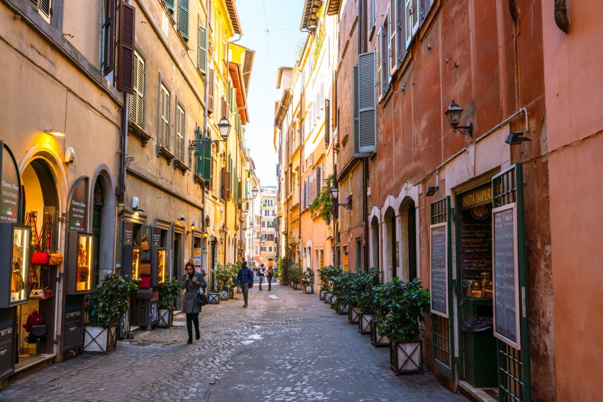 όμορφο σοκάκι στη Ρώμη