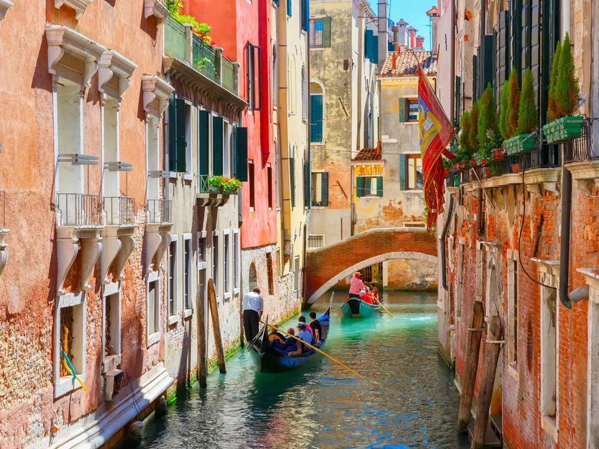 σοκάκι κανάλι στη Βενετία