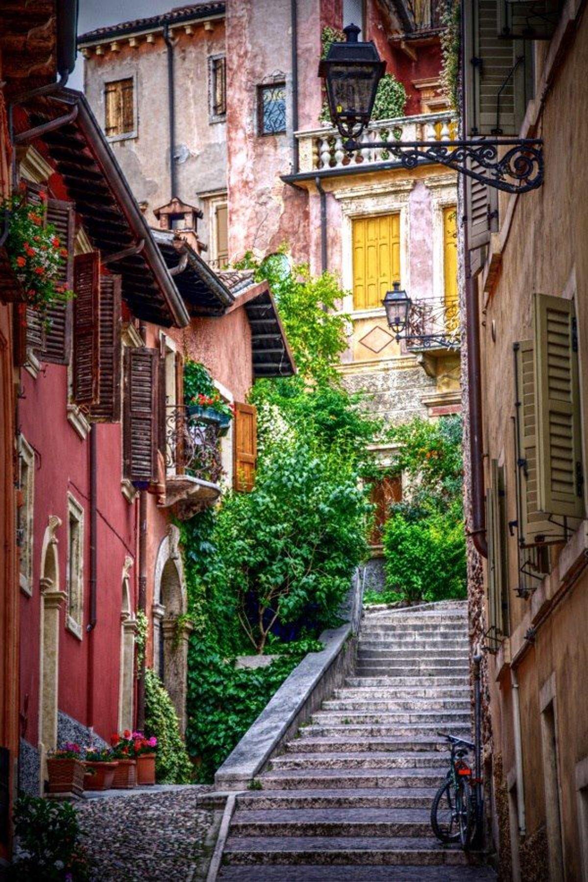 όμορφο σοκάκι στη Βερόνα