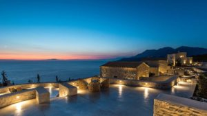 Αρεόπολη: Ένας παραμυθένιος ξενώνας με πετρόχτιστες βίλες & σουίτες και βαθμολογία 9,8!
