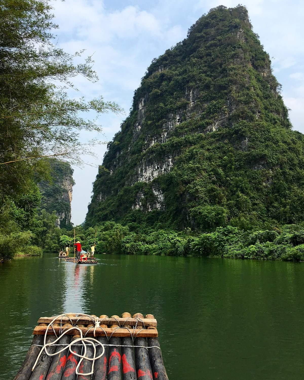 Επιβλητικό φυσικό καταπράσινο τοπίο στο Γκουιλίν, Κίνα