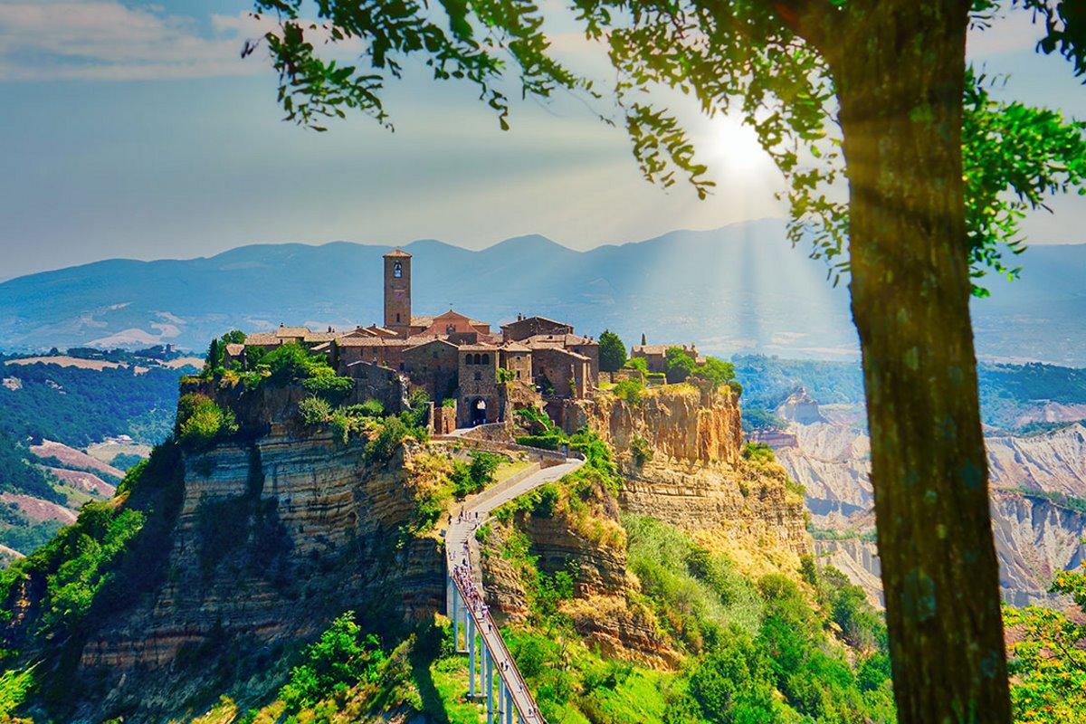 Civita di Bagnoregio χρεώνει είσοδο στην πόλη που βρίσκεται ψηλά στον λόφο