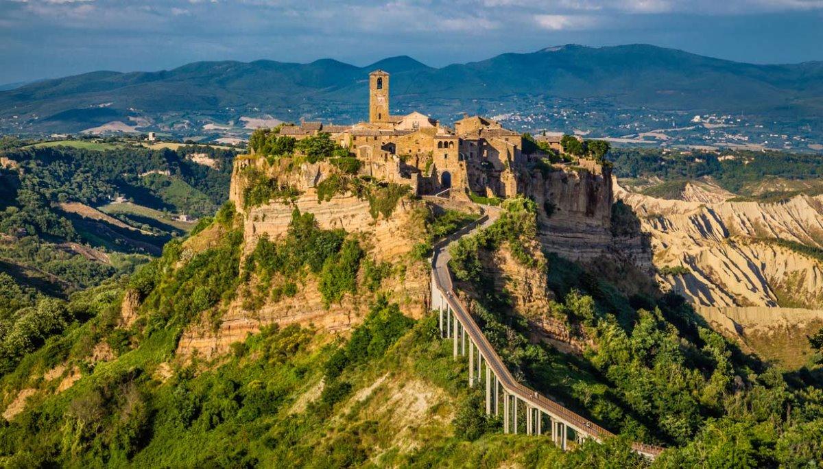 Civita di Bagnoregio χρεώνει είσοδο στην πόλη που είναι χτισμένη σε λόφο
