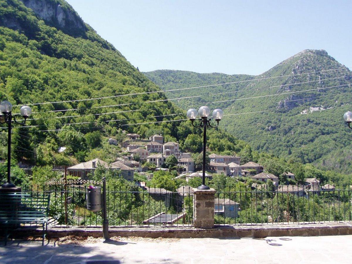Δίκορφο Ιωαννίνων άγνωστο χωριό θέα προς το βουνό