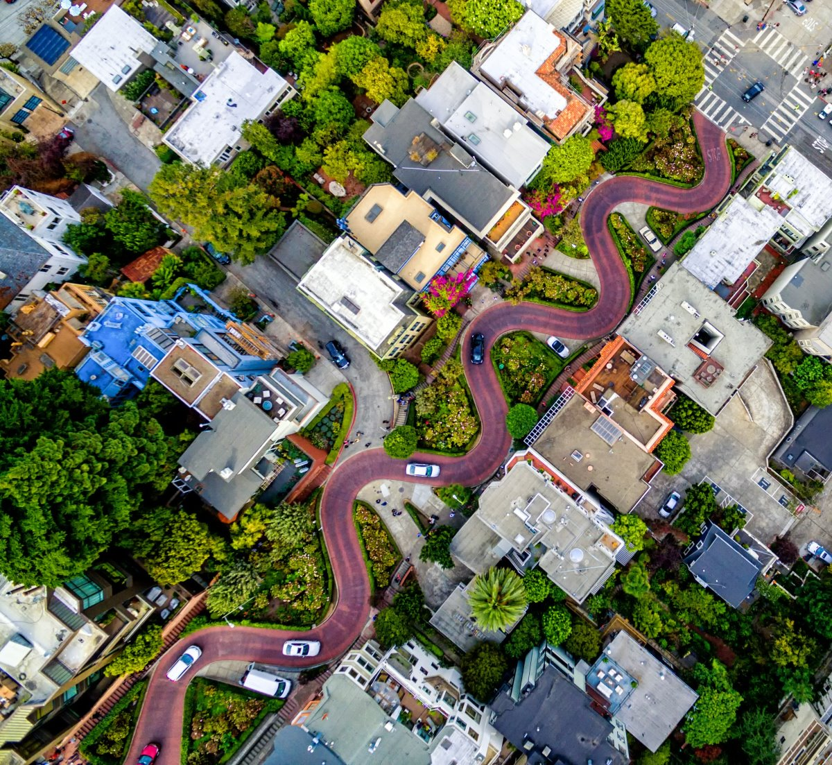 Διάσημοι δρόμοι στον κόσμο όπως ο Lombard που είναι στριφογυριστός