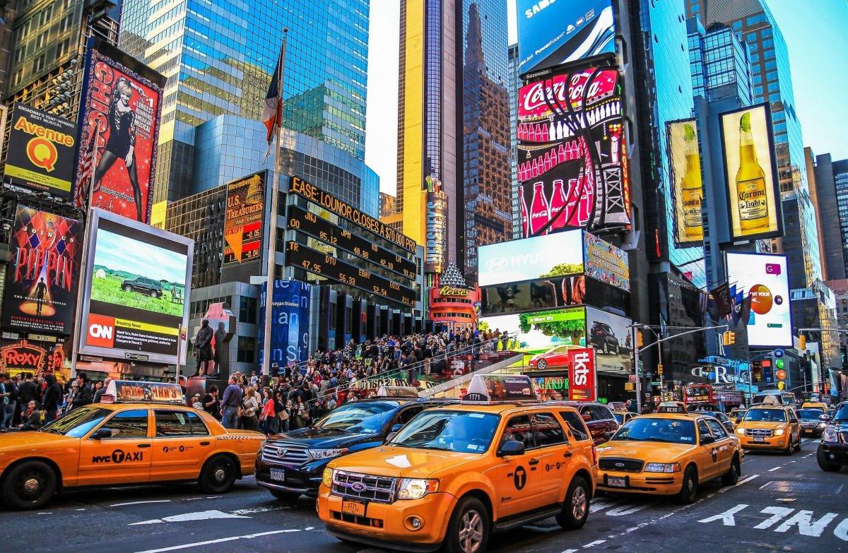 Διάσημοι δρόμοι στον κόσμο όπως η Times Square στη Νέα Υόρκη