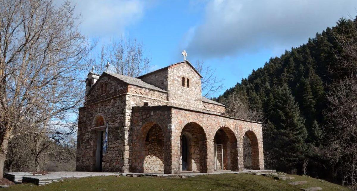 Εκκλησία μέσα στη φύση, Μαίναλο