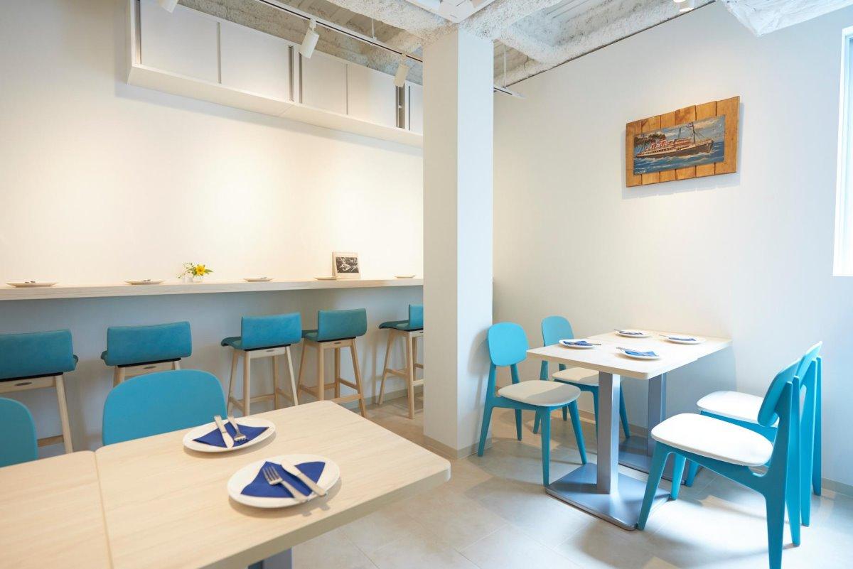 ελληνικό εστιατόριο τόκιο τραπέζια σε κυκλαδίτικο αέρα