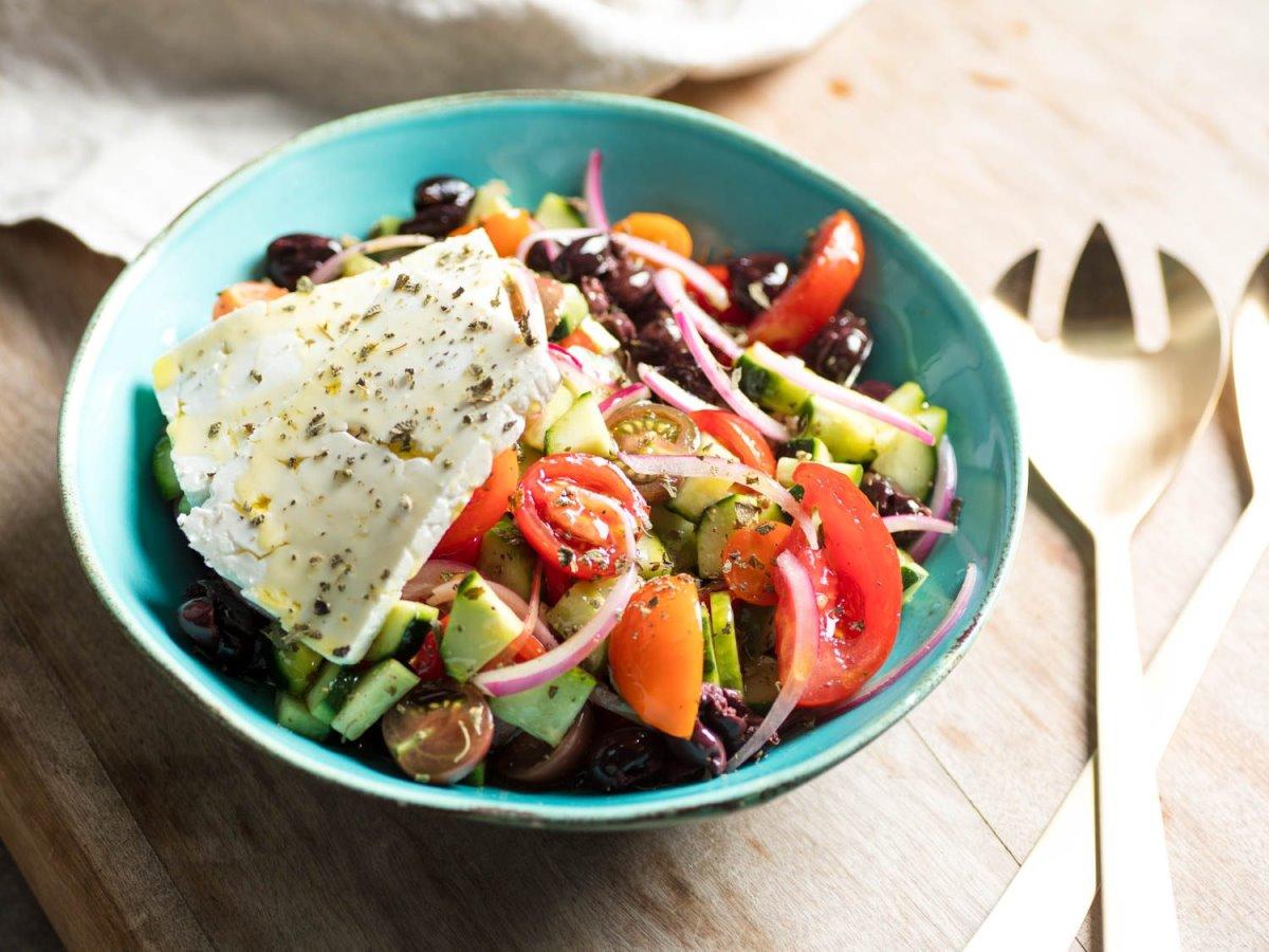 ελληνικό εστιατόριο στο Τόκιο σερβίρει χωριάτικη σαλάτα