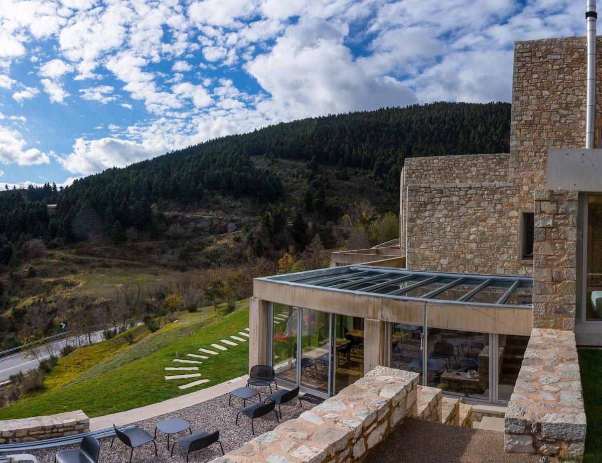 Escapade ξενοδοχείο στο καρπενήσι με υπέροχη θέα στα βουνά