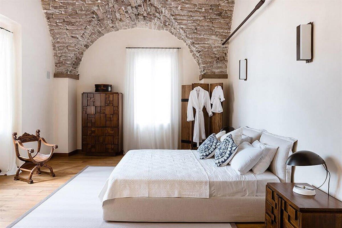 Forte San Giortgio στην Τοσκάνη ανακαίνιση με σεβασμό στην παράδοση στα δωμάτια